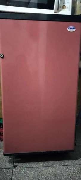 Refrigerator very good condition 165  litters 3 star