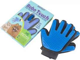 DOG AND CAT DESHEDDING GROOMING GLOVE