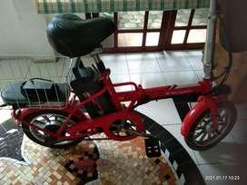 Sepeda listrik merk jacky warna merah