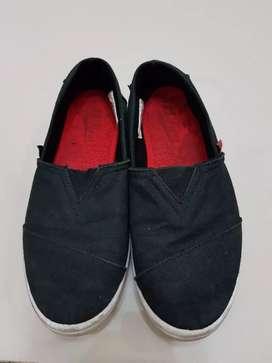 Sepatu hitam anak size 5