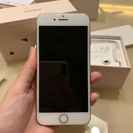 SELLING APPLE I-PHONE 8 WITH BOX AND ALL ACCESSORIES .