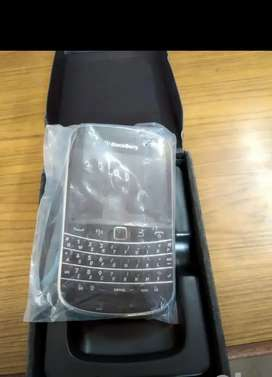 Blackberry bold 4 9900 model touch and type New unused genuine