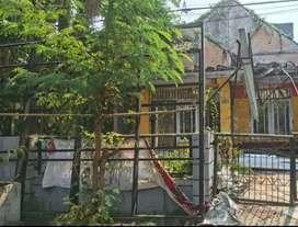 Hitung tanah rumah hancur dekat tol di puri indah sidoarjo