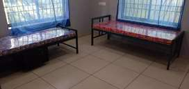 monoos gents hostel ..daily,monthly rent with &without food,near lulu