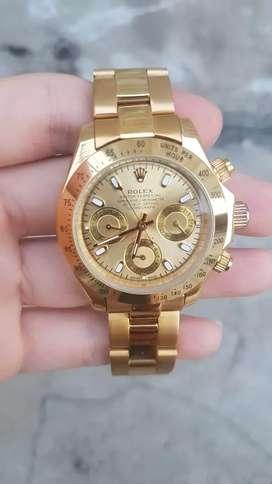 Jam tangan Rolex Daytona  dengan indikator hari tanggal dan 24 jam