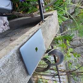 Nego Laptop Macbook Pro 2017 Retina Fullset 256GB Non Touchbar TgLalan