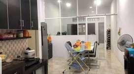 Rumah Kondisi Semi baru uk 4x16m Hadap Selatan di Jelambar