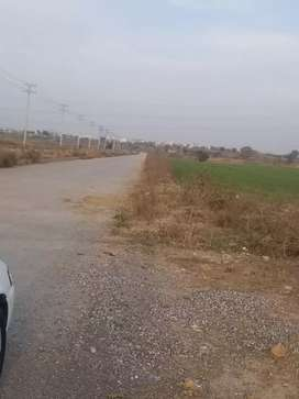 I15/1 25x50 beautiful location level plot deal direct with owner