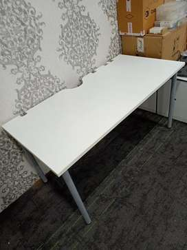 """4'7""""*2'4"""" Semi Boss Table with Metal Legs"""