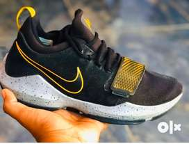 Original nike , shoes, import from canada , size 9