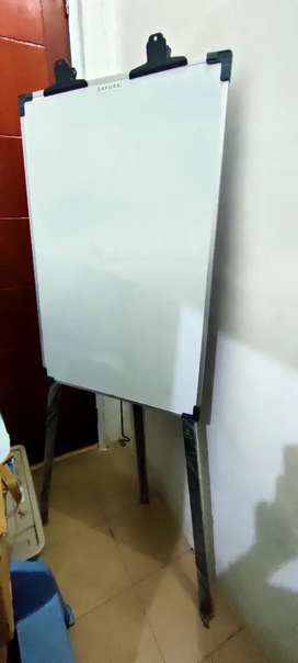 Flip board papan tulis jepit