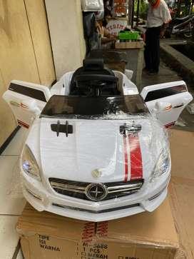 Mobil Mainan Aki Anak Remot Kontrol Model Mercy PMB 5688 Sedan BDG