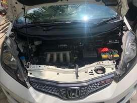 Honda jazz mulus warna putih istimewa
