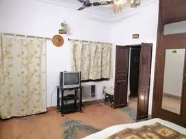 Bhootnath fully furnished 2Bhk फैन बेडएसीफ्रिजसरकारीनौकरीहैइंदिरानगर