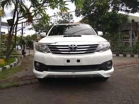Toyota Fortuner VNT TRD Matic tahun 2013 warna putih