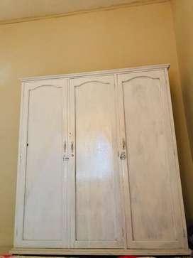 Lemari kayu 3 pintu