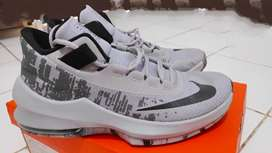 Sepatu basket Nike air Infuriate