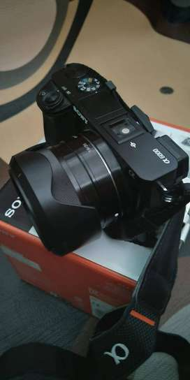 Jual Kamera Mirrorless Sony a6000 + Lensa fix 35mm F 1.8