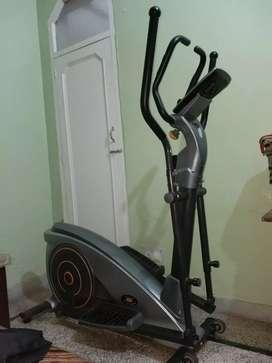 Crosstrainer fitness machine