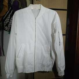 Jaket Bomber Putih Size L (impor)
