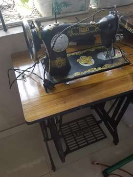 Manual tailoring machine