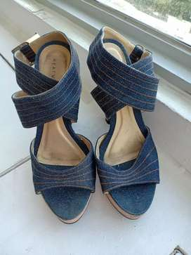 Sandal hak tinggi merk HEATWAVE merk singapore ukuran 36-37