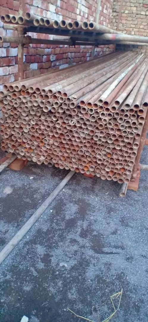 Folding pipe and shuttering plates 0