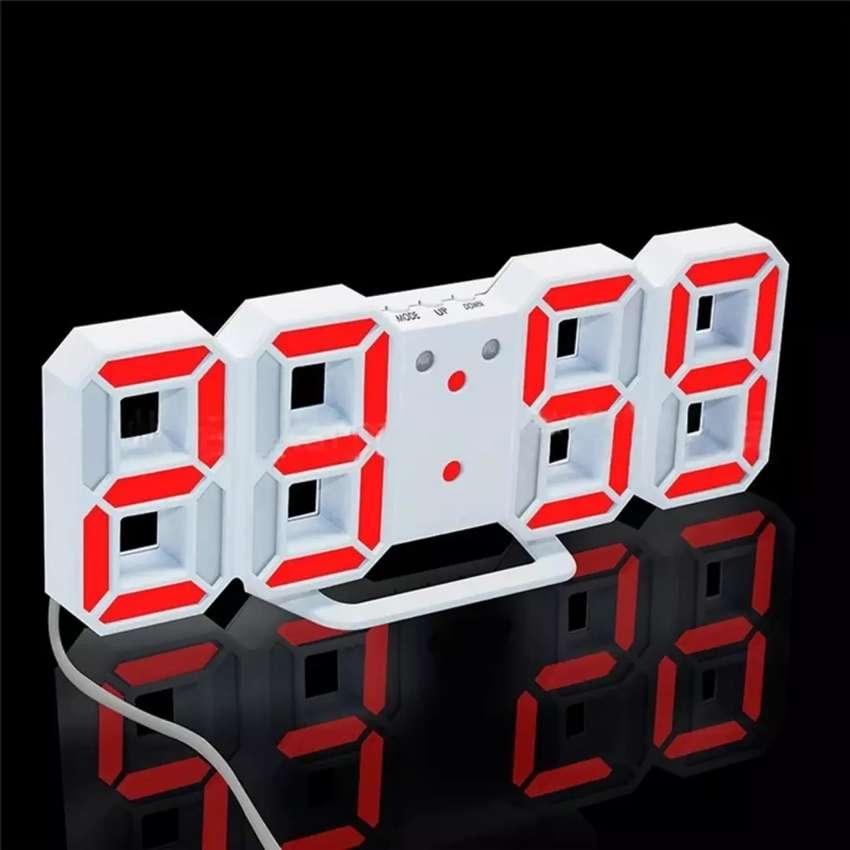Jam digital LED dinding / meja 0