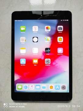 Ipad mini 2 wifi cell 32gb  mulus like new normal  bekas cewek