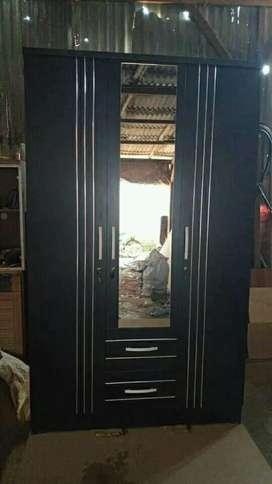 Lemari pintu 3 laci hitam minimalis
