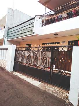 Rumah Kos di Tebet, masih akfif, 9 kamar tidur, lokasi strategis.