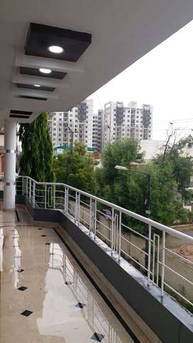 House corner wopen 240 yards G + 2 in Gulistan e Johar  on urgent sell