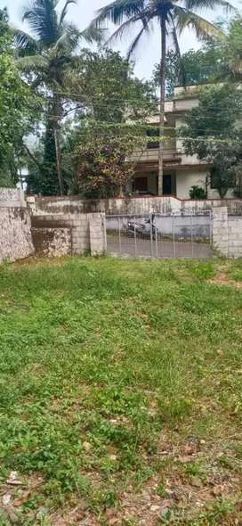 7.5 cent orginal land at kakkanad thevakkal main road just 400 mtr
