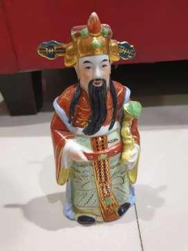 Patung dewa dari keramik