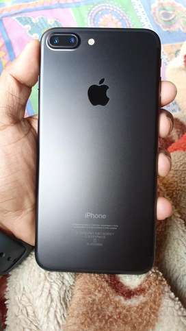Iphone 7 plus in excellent condition with bill box earphone