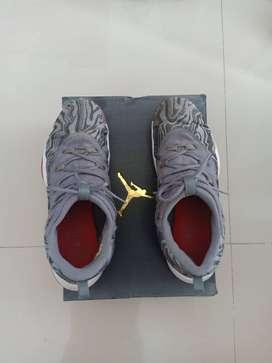 Dijual Sepatu basket  Kondisi lengkap dan Original Type Jordan Super f