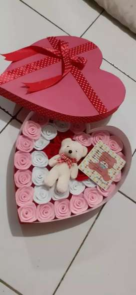 Box bunga love boneka
