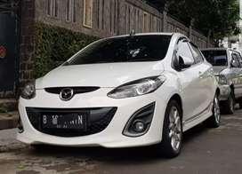 Mazda 2 RZ 2014 / 2013 putih / AT Matic / butuh cepat bu pemakai / 2 R