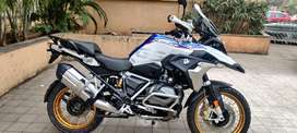 BMW R1250 GS SHOWROOM CONDITION ONLY FOR 2425000