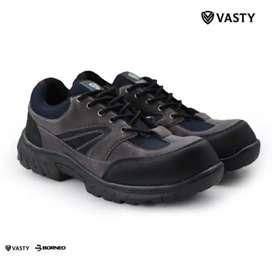 Sepatu safety ujung besi