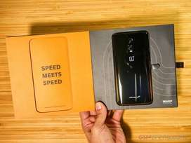 OnePlus 6T McLaren Limited Edition Camera: 16+20 MP Dual rear camera w