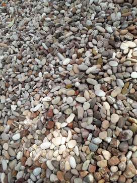 Batuan alami merah hati