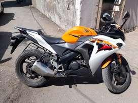 CBR 150 R orange & white