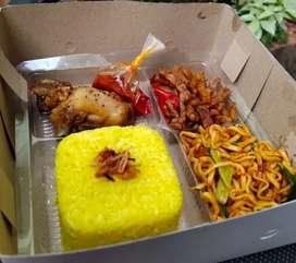 Nasi box nasi kuning atau nasi putih