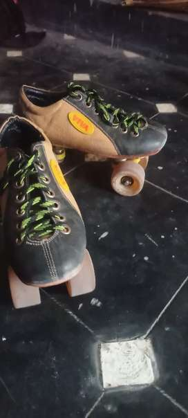 Skating shoes road speed wheels