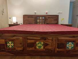Brand NEW BEAUTIFULLY CRAFTED SHEESHAM BED WITH STORAGE