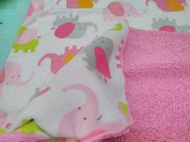 Selimut bayi bolak balik pink lembut