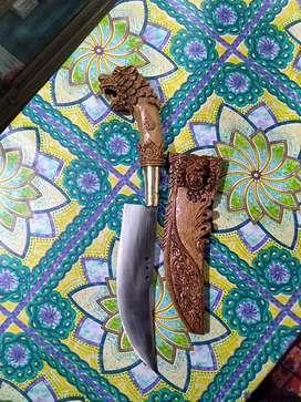 Pisau hias bahan peer gagang dan sarung kayu ukir..