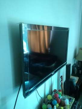 Sony Bravia 40 inch LCD mint condition.
