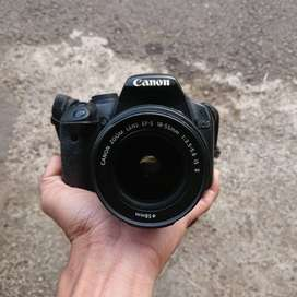 Canon EOS 500D with Lensa 18-55mm IS